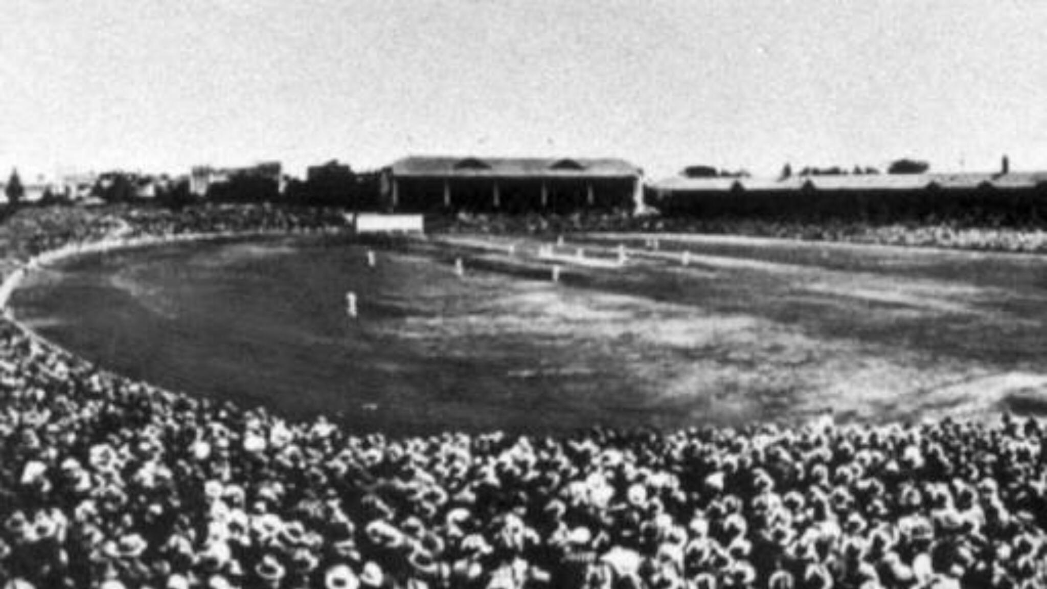 1933 cricket crowd