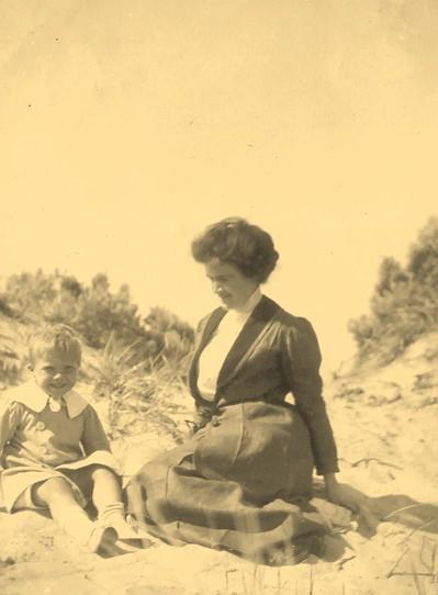 deCrespigny Geoff 1912 abt with mother Beatrix
