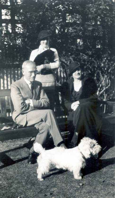 deCrespigny Trent 1930 abt with Beatrix & Margaret