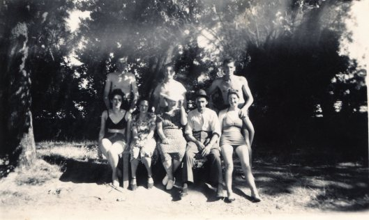 Bendigo Gardens 1940s Roy Jack Buckley Arthur Marjorie Violet parents Joyce