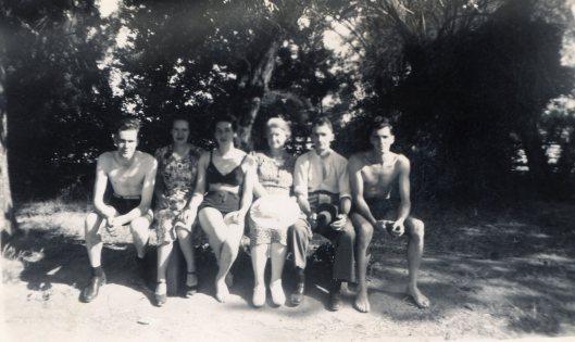 Bendigo Gardens 1940s Roy Violet Marjorie Mum Pop Arthur