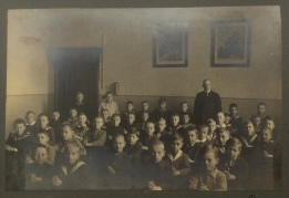 Hans Boltz is sitting in the 4th row 2nd from the right wearing a sailor suit