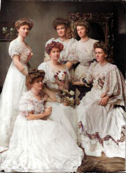 colourised picture of Cavenagh-Mainwaring daughters 1908 using the MyHeritage color tool