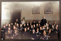 Hans Boltz school about 1919 Photo colourised using the MyHeritage photo colorisation tool